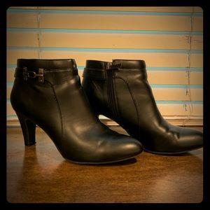 Bandolino black high heeled leather booties!!!